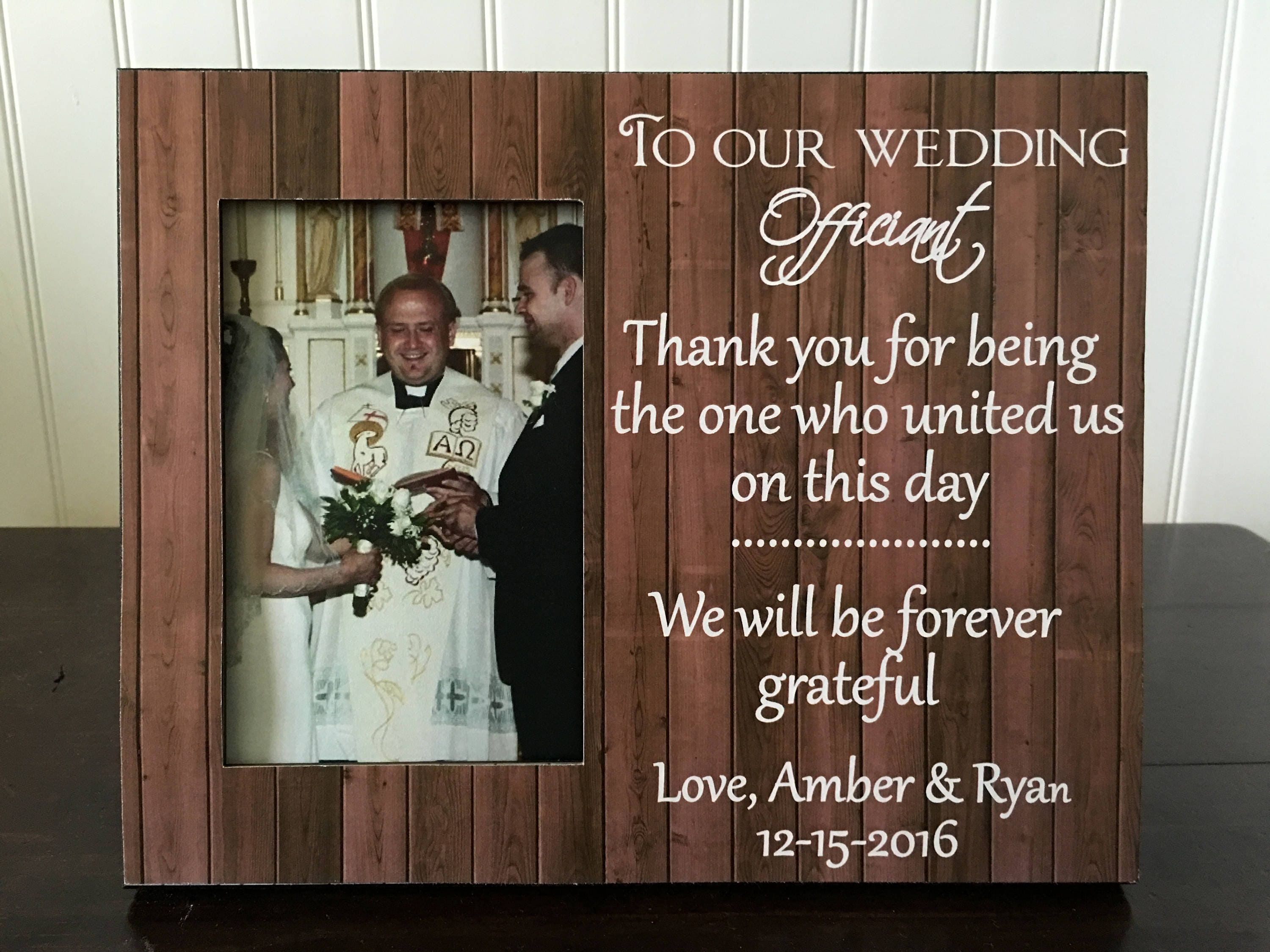 Wedding Officiant Gift Ideas: Thank You Gift For Wedding Officiant // Wedding Officiant