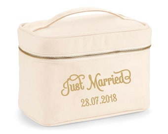 Vanity Just Married - Honeymoon - wedding party gift - cosmetic bag - married gifts - bride to be - call me Madam
