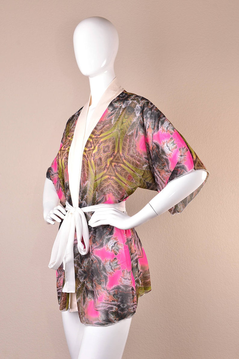 de4d127f4d3 Cannabis kimono badjas, pure kimono, satijn bloemen gewaad, Chiffon badjas,  roze Boho gewaad, onkruid kleding, 420 Stoner Gift, marihuana Kimono