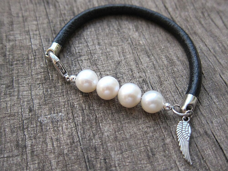 Black leather pearl bracelet Pearl and leather bracelet Feather charm bracelet Trending bracelet Wrap bracelet Unique bracelet Natural pearl