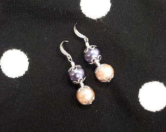 Pearls & Art, dangling earrings with pearls.