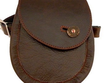 leather sporran with deer antler button