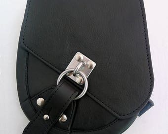 leather sporran with steel latch closure