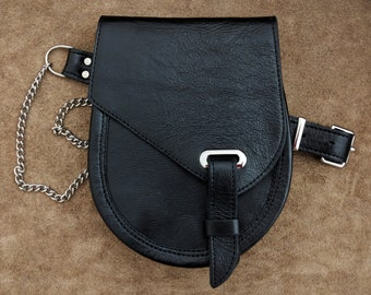 leather sporran with oval eyelet
