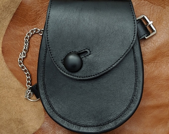 leather sporran with leather button