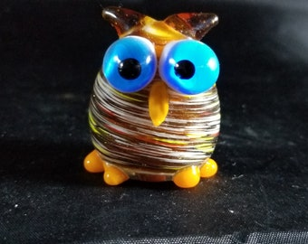 "Small Vintage art glass bird with large eyes 2"" Tall"