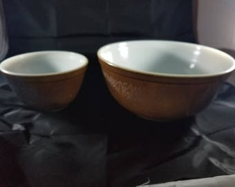 Set of Two Vintage Pyrex woodland Mixing Bowls Brown Large 2.5L Small 750ml
