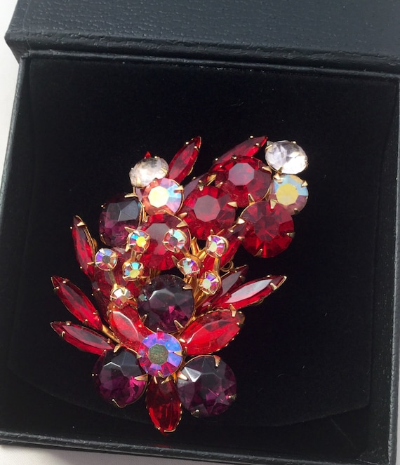 1950's Red Rhinestone Brooch - image 1