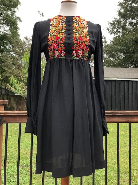 60's/70's Embroidered Babydoll Mini Dress Sz S - image 3