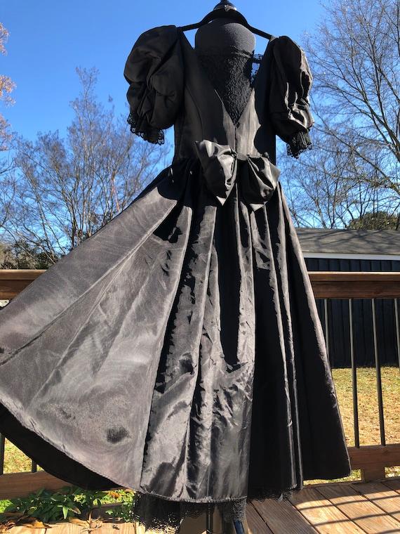 80's Gunne Sax Black Taffeta Formal Dress with La… - image 7