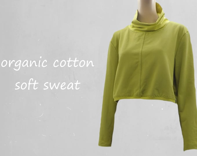 Cropped sweater made of soft sweat organic cotton