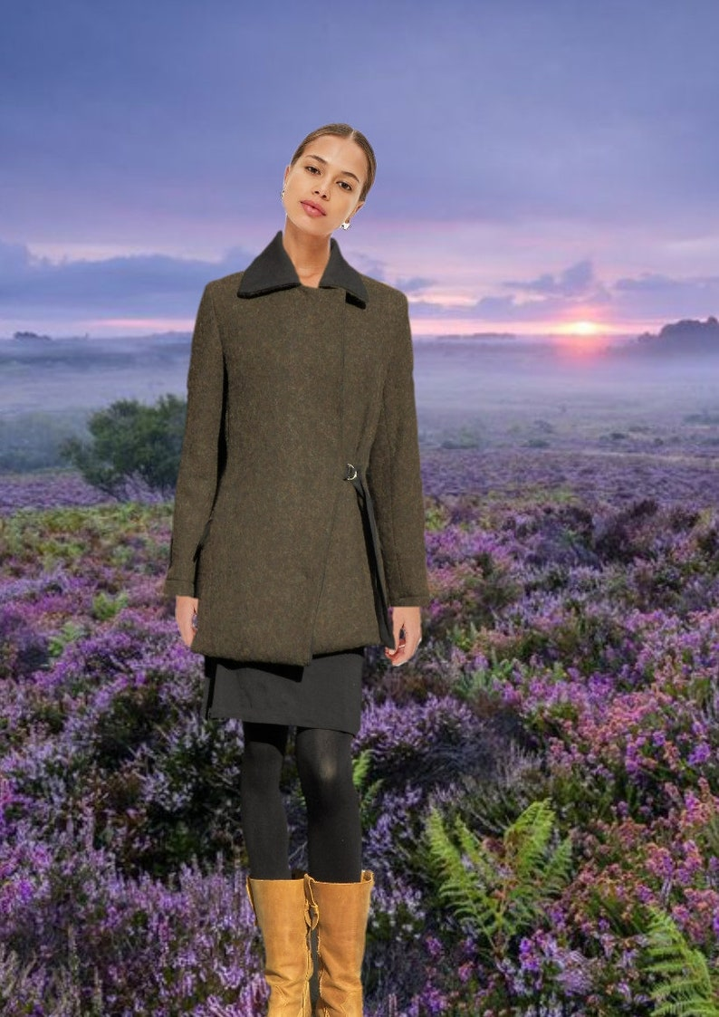 Classic wool coat with lapel collar and modern closure