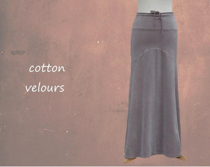 Velvet maxi skirt in hourglass line