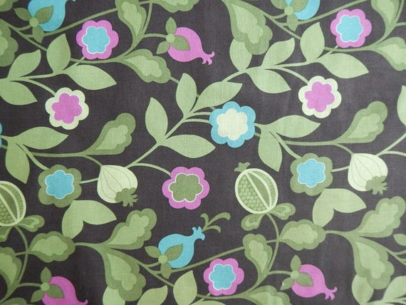 100/% Cotton Quilting craft Fabric Benartex Green Floral Kitty Yoshida
