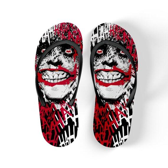 Chanclas con estampado con la cara del joker y murciélagos de  530cb925156