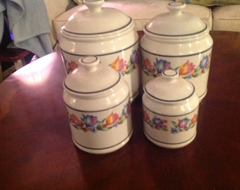 Correle  Coordinates Canisters ( Fresh Cut Design) in pefect condition Set of Four