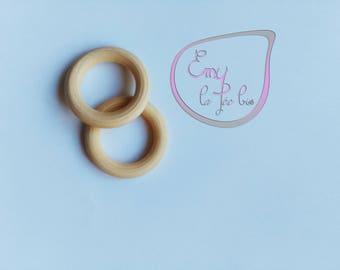 rings made of natural wood (beech)