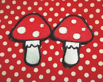 Embroidered patch in yarn. Amanita mushroom Muscaria 8x5cm approximately mushroom