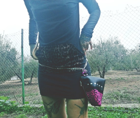 Triangle Pouch. Leather purse (NO ANIMAL LEATHER) with 100% Handmade handcrafted print. Unmissable and leopard.