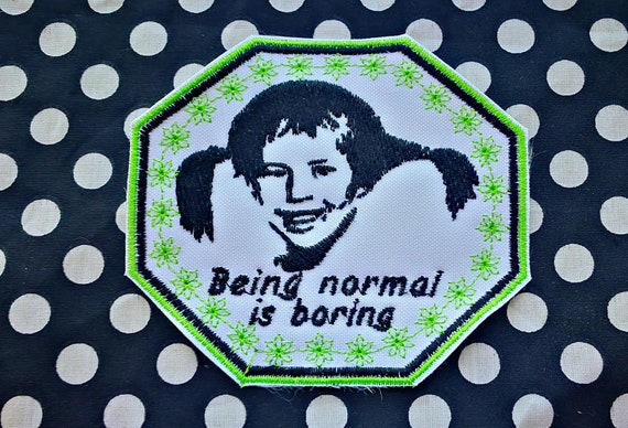 """Patch Embroidered in thread Size 10 cm Pippi Långstrump """"to Be normal is boring"""". White Embroidery Fabric type waterproof (no stain)"""