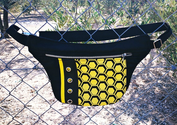 1 pocket with metal zipper. Color to choose yellow or white. Handcrafted Geometric Print of Honeycomb.