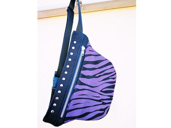 1-pocket metal zipper pouch and rivets. Silk-screened purple zebra fabric.