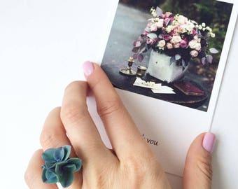 Navy blue hydrangea ring, flower ring for rustic wedding, botanical ring, botanical jewelry, wood wedding ring, Blue flower ring