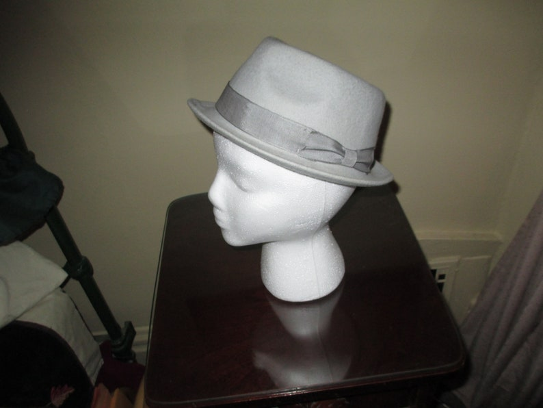0e83dae3 Stylish Gray Boys / Womans Fedora Hat ~ 100% Wool ~ Youth Size L ~ Nice  Look & Color!