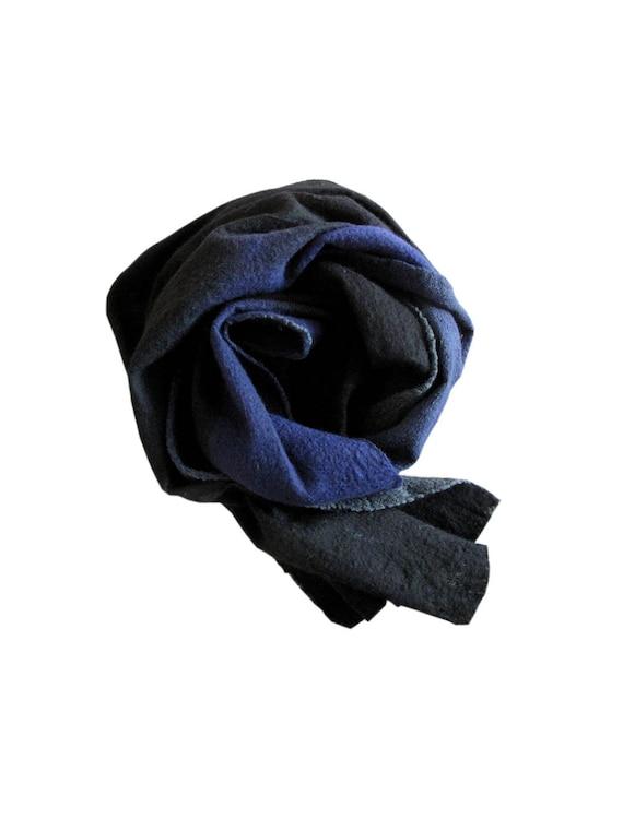 Écharpe bleu foulard noir et Indigo écharpe en laine mérinos   Etsy 4dd3da5e1bb