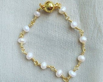 Pearl bracelet, dainty bracelet, gifts for her, bridal jewelry, bridesmaid gifts, gold plated bracelet, fresh water pearls, beaded bracelet