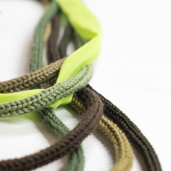 Handmade necklace made of crocheted wool yarn, cotton and tulle webbing  - green colors - Made in Italy Mod 032