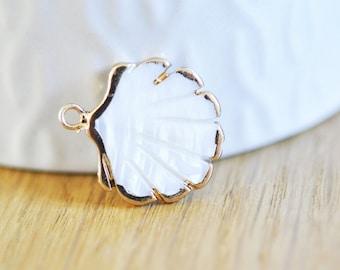 Pendentif coquillage nacre blanche naturelle doré,pendentif coquillage nacre,coquillage blanc,création bijou, 23mm, l'unité,G3055