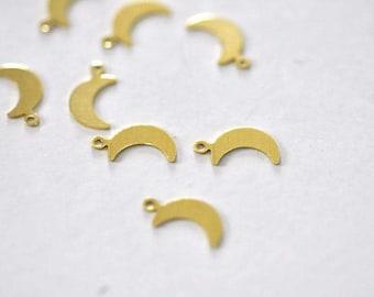 Breloque lune laiton brut , fournitures créatives, pendentif sans nickel,creation bijoux, pendentif géométrique,14mm,lot de 50 G4402