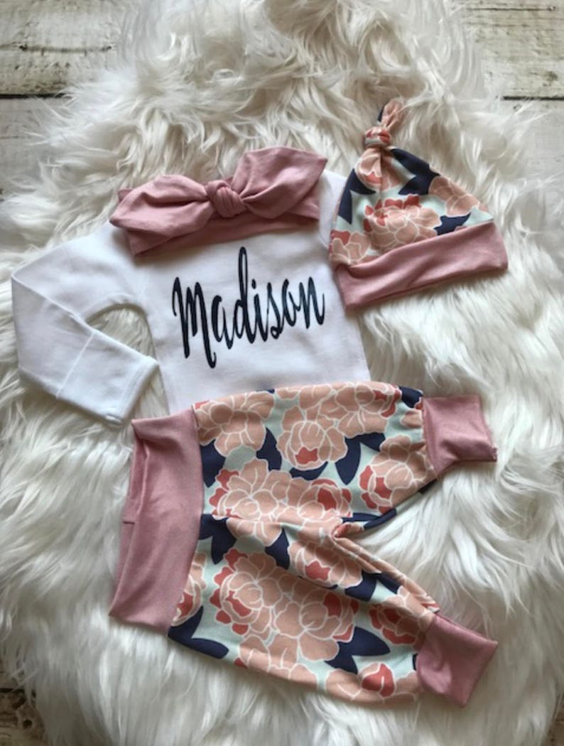Newborn girl coming home outfit/baby girl coming home image 0