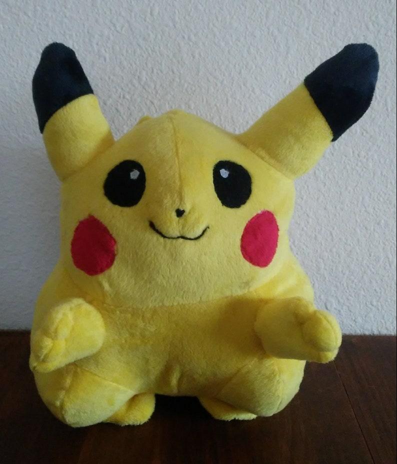 Main Adorable À Original Rétro Pikachu En Classique Chubby Fait Pokemon Câlin Grand Peluche Mignon La Douce Fat EDIH29