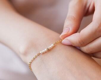 Dainty Pearl Bracelet-Tiny gold bracelet, Tiny pearl chain bracelet, layering everyday bracelet, thin chain bracelet, minimalist, gift