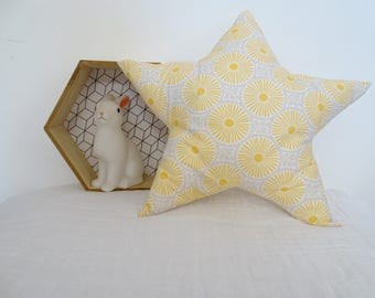(Size M) yellow and gray star cushion