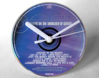 """Oasis """"Standing On the Shoulder Of Giants"""" CD Clock and Keyring Gift Set"""