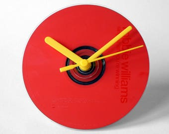 """Robbie Williams """"Sing When You're Winning"""" CD Clock and Keyring Gift Set"""