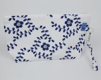 Washbag large flowers blue, multi-purpose bag, bag canvas, travel bag, Guardacosmeticos