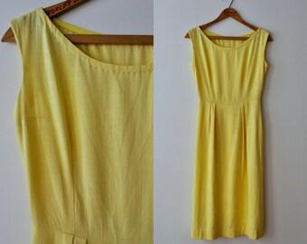 1950s Yellow Dress / 50s Wiggle Sheath Dress / 1960s 60s Linen Dress / Vintage Midi Dress / Womens M Waist 26/ Sleeveless Boat Bateau Neck
