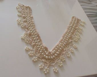 Crocheted V neck with Pearl beige 32 cm