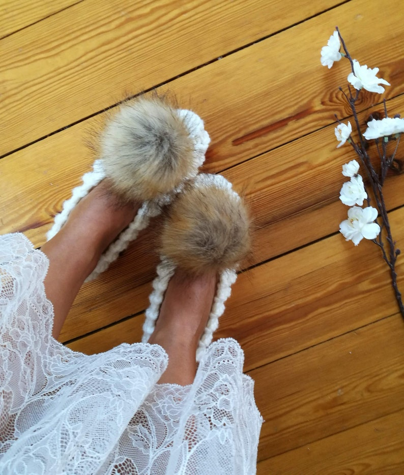2025907aa3632 Knitted slippers Extra Chunky Wool Knit Slippers with faux fur pom pom  Bridesmaid Ballet flats Home Shoes Fluffy Bridal slippers Warm