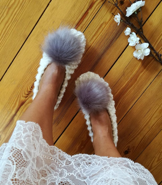 3c4334a168cb0 White knitted slippers Extra Chunky Wool Slippers with faux fur pom pom  Bridesmaid Ballet flats Home Shoes Fluffy Bridal slippers Christmas