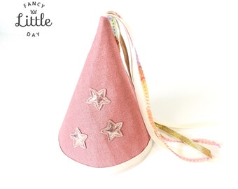 Fairy hat Old Rose reusable.  Pointed denim hat, with 3 mini pink stars. Satin ribbons and sequins. Halloween party hat.