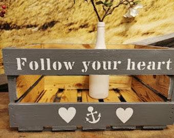 Follow your heart Geschenkekiste mit Namen personalisiert Geburtstag,Weihnachten,Vintage Style,Bücherkiste,Holzkiste,Fahrradkiste mit Herz