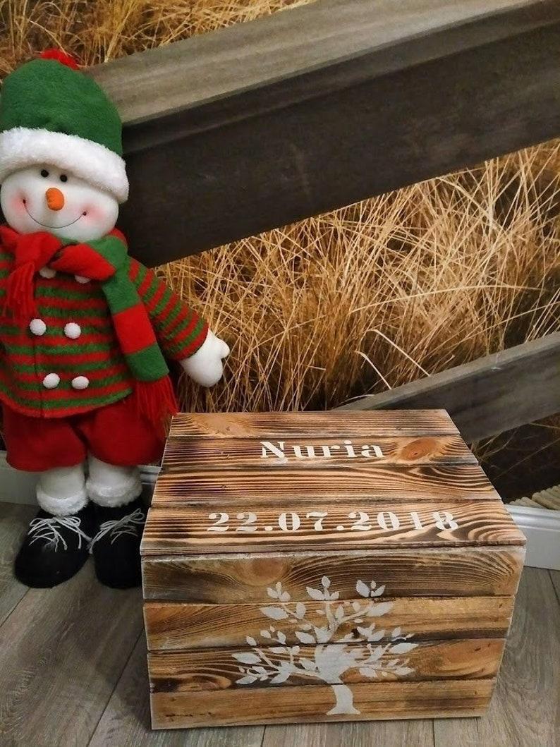 Geschenk zur Geburt Baby Kind Box personalisiert Wunschname Holzkiste