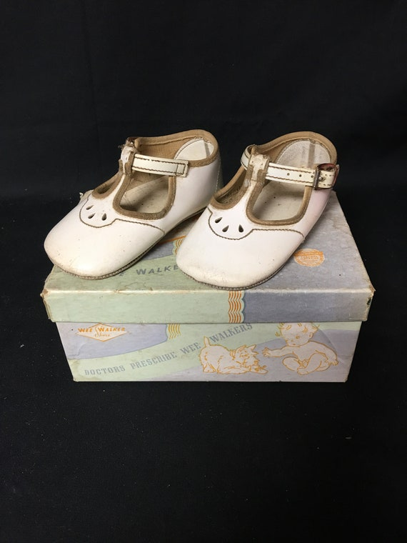 Vintage 1970s Girls White Strapped Wee Walkers Siz