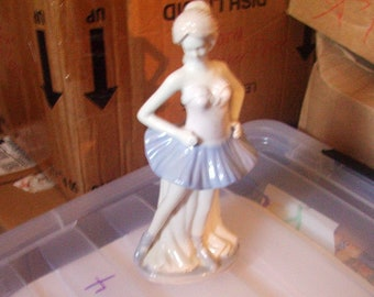 Vintage Ballerina Figurine , Lladro look, In excellent Condition with no chips or cracks, Reduced Shipping