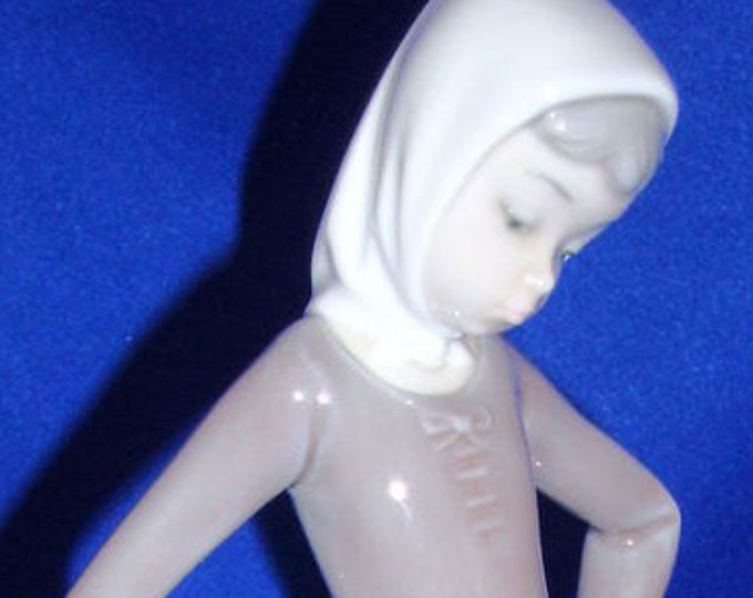 Lladro  4682 Retired--Girl  With  Mild Pail and Duck Excellent Condition